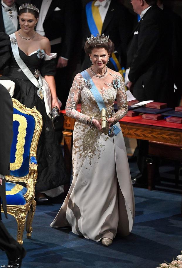 3 nhân vật nữ của Hoàng gia Thụy Điển gây sốt truyền thông, thu hút mọi ánh nhìn bằng vẻ đẹp gợi cảm chết người tại cùng một sự kiện - Ảnh 1.