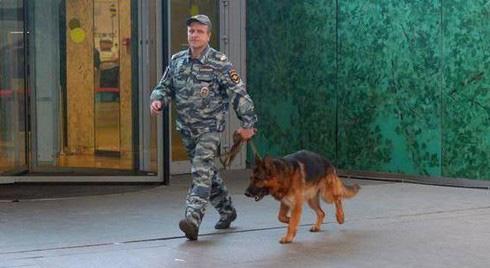 """Quân đội Nga rối loạn vì nhận được đe dọa đánh bom """"khủng khiếp nhất"""" ở Moscow - Ảnh 1."""