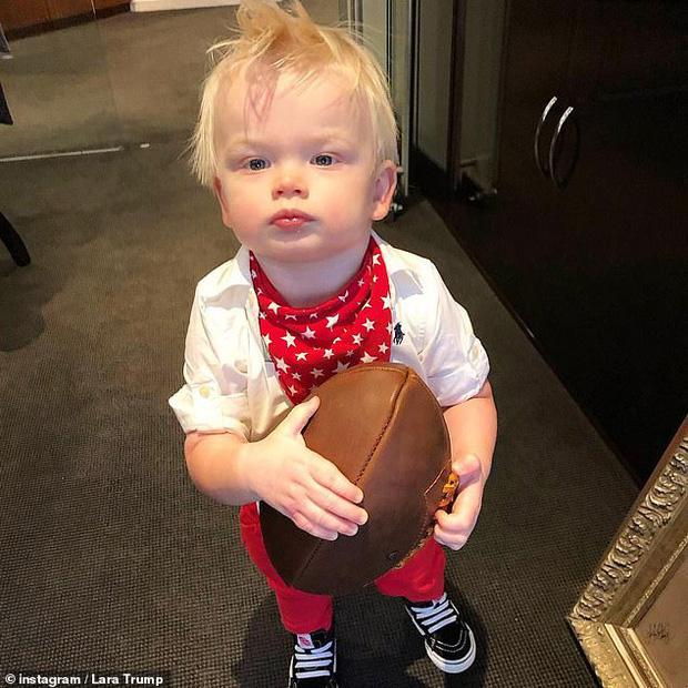 Cháu trai 2 tuổi của Tổng thống Trump.