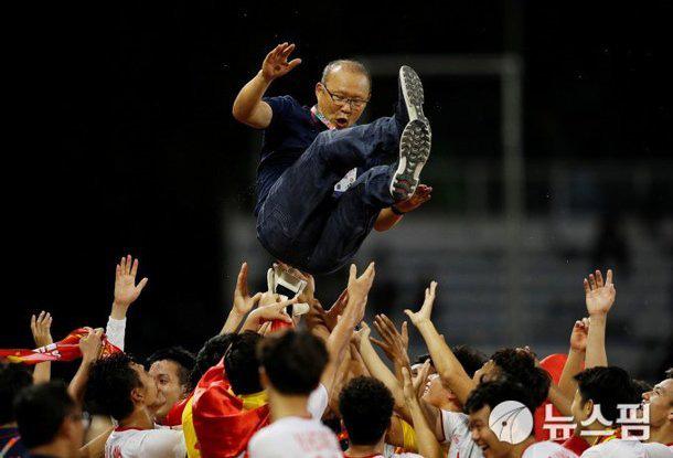 U22 Việt Nam: Cất HCV SEA Games, lại lên đường thôi! - Ảnh 2.