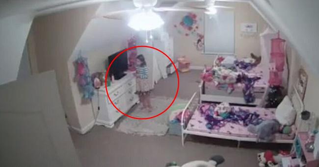 Mua camera đặt trong phòng con gái, mẹ hốt hoảng khi xem đoạn clip ghi lại cảnh tượng thiết bị này làm đứa trẻ la hét cầu cứu - Ảnh 3.