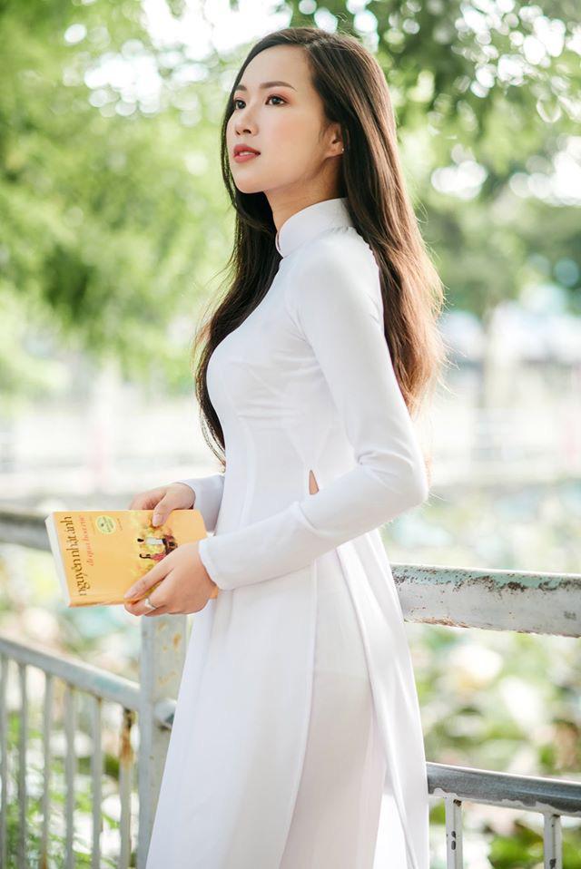 Chân dung nữ sinh Đà Nẵng trong tà áo dài trắng khiến người đối diện không ngừng cảm thán - ảnh 1