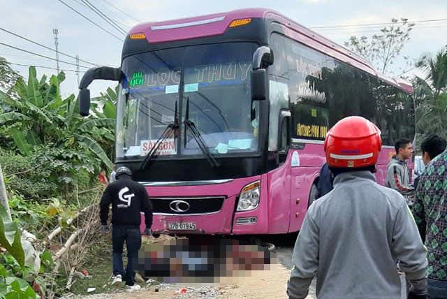 2 vợ chồng trẻ bị xe khách cuốn vào gầm thương vong trên đường đi mua quà sinh nhật cho con - Ảnh 2.