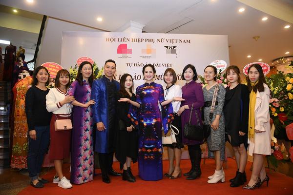 NSND Lan Hương dịu dàng trong tà áo dài họa tiết di sản Huế - Ảnh 3.