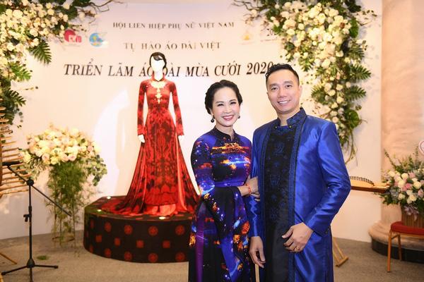 NSND Lan Hương dịu dàng trong tà áo dài họa tiết di sản Huế - Ảnh 2.