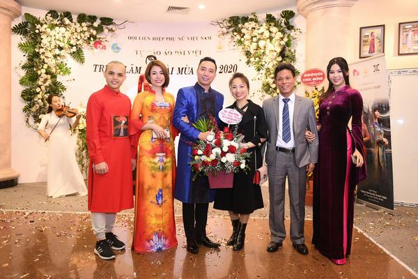 NSND Lan Hương dịu dàng trong tà áo dài họa tiết di sản Huế - Ảnh 6.