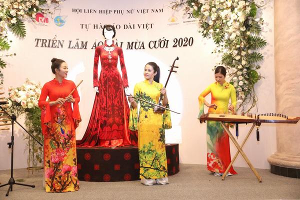 NSND Lan Hương dịu dàng trong tà áo dài họa tiết di sản Huế - Ảnh 7.
