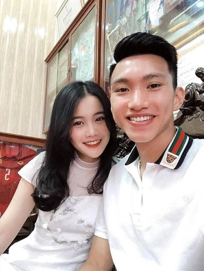 Dàn bạn gái cầu thủ Việt: Toàn con nhà trâm anh thế phiệt, xinh đẹp hơn người lại còn sở hữu học vấn siêu đỉnh - Ảnh 1.