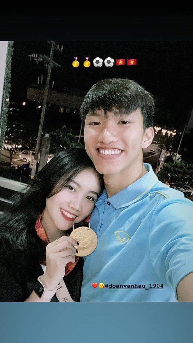 Dàn bạn gái cầu thủ Việt: Toàn con nhà trâm anh thế phiệt, xinh đẹp hơn người lại còn sở hữu học vấn siêu đỉnh - Ảnh 2.