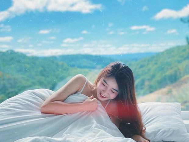 Nhung Bum đăng ảnh quyến rũ với váy ngủ, fan lập tức soi ra Văn Toàn chính là nhiếp ảnh gia - Ảnh 1.