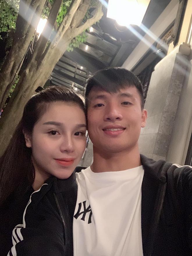 Dàn bạn gái cầu thủ Việt: Toàn con nhà trâm anh thế phiệt, xinh đẹp hơn người lại còn sở hữu học vấn siêu đỉnh - Ảnh 14.