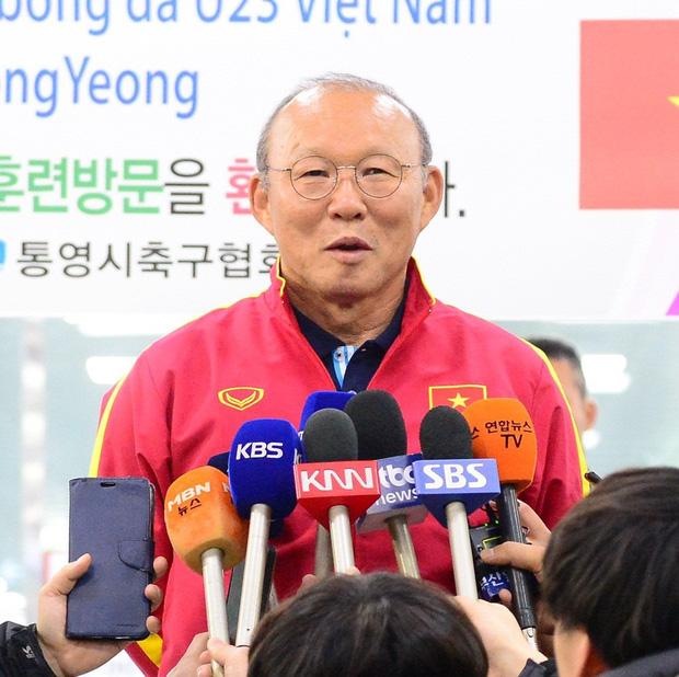 Báo Hàn cực ngỡ ngàng với sức hút của thầy trò HLV Park Hang-seo: Một khung cảnh tuyệt vời! Fan đã chờ nhiều giờ chỉ để được gặp toàn đội - Ảnh 4.