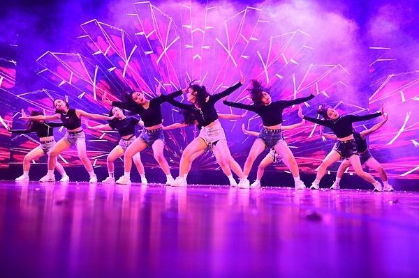 Minh Hằng, Trọng Hiếu nhảy sung trên sân khấu đêm chung kết Kpop Dance For Youth - Ảnh 14.
