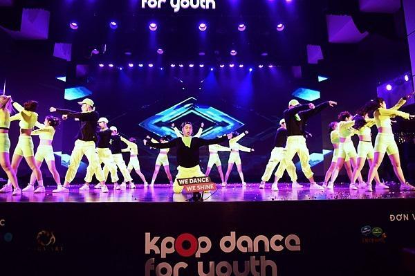 Minh Hằng, Trọng Hiếu nhảy sung trên sân khấu đêm chung kết Kpop Dance For Youth - Ảnh 11.