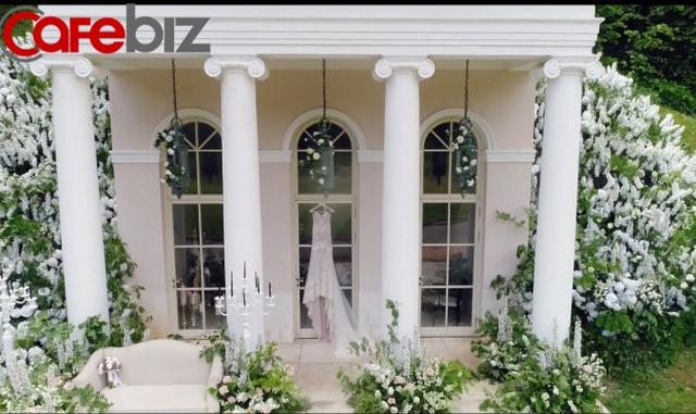 Đám cưới xa hoa trị giá 330.000 USD của hacker 'nguy hiểm' nhất thế giới: Chú rể bị truy lùng với giải thưởng 5 triệu USD, giấu mặt trong mọi khung hình lễ cưới! - Ảnh 2.