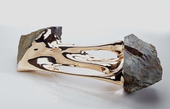 Xẻ đôi những hòn đá - bộ sưu tập bằng đồng này là biểu tượng cho năng lượng bứt phá - Ảnh 1.