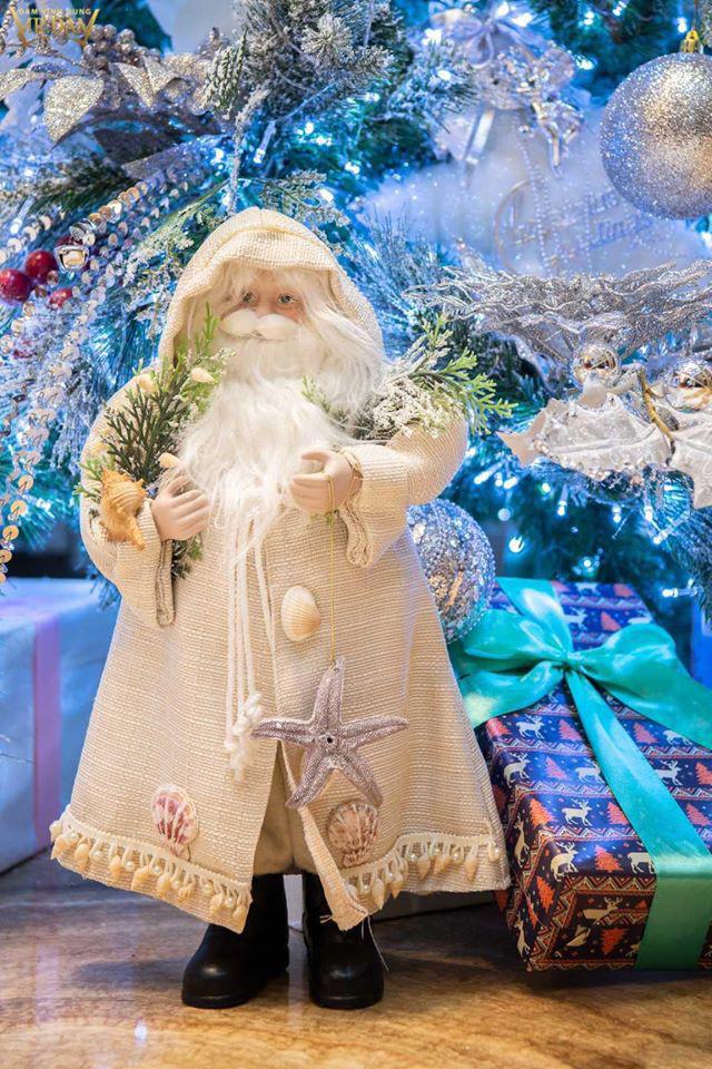Choáng ngợp sắc màu Noel trong biệt thự 60 tỷ của Đàm Vĩnh Hưng  - Ảnh 11.