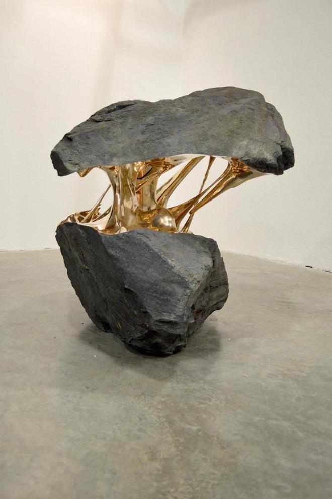 Xẻ đôi những hòn đá - bộ sưu tập bằng đồng này là biểu tượng cho năng lượng bứt phá - Ảnh 2.