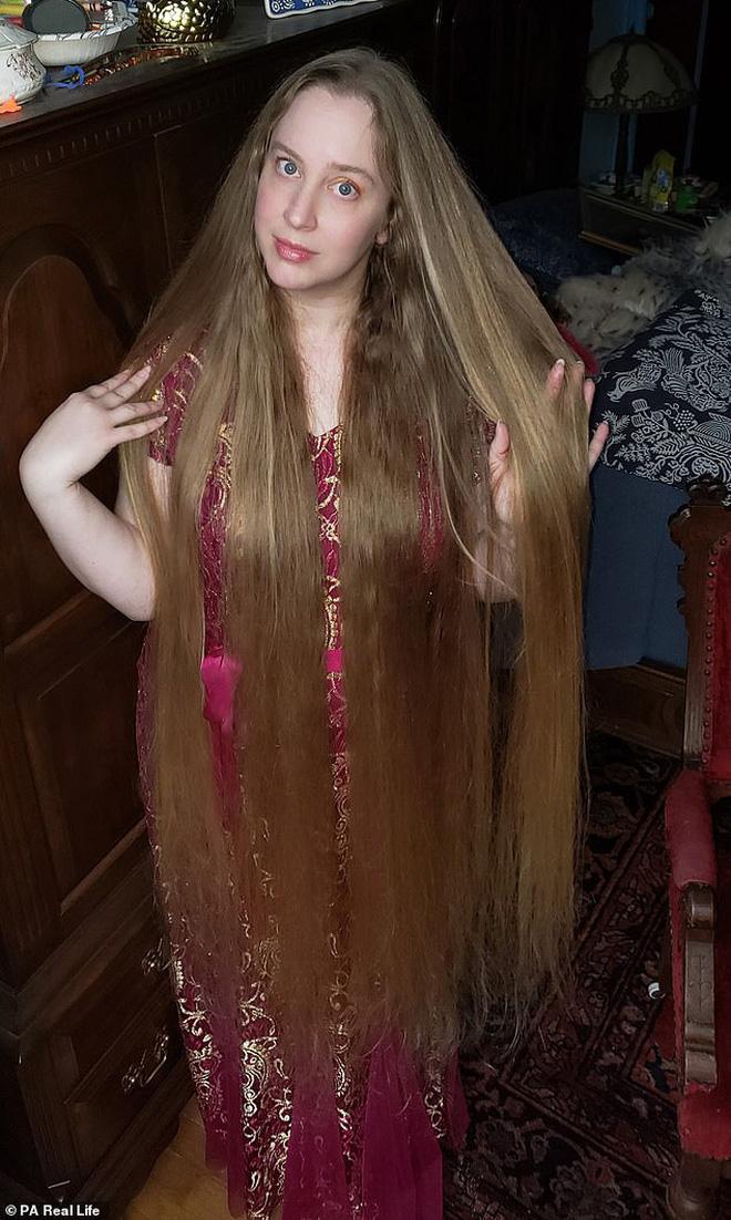 Công chúa tóc mây đời thực sở hữu mái vàng tóc dài 1,5m, mỗi lần gội đầu mất 10 tiếng mới khô - Ảnh 5.