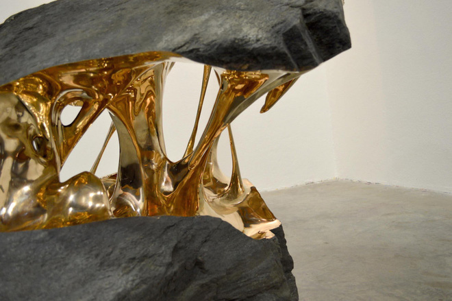 Xẻ đôi những hòn đá - bộ sưu tập bằng đồng này là biểu tượng cho năng lượng bứt phá - Ảnh 3.