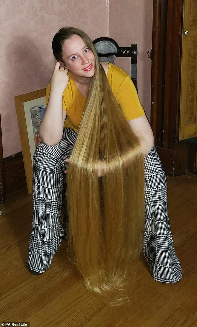 Công chúa tóc mây đời thực sở hữu mái vàng tóc dài 1,5m, mỗi lần gội đầu mất 10 tiếng mới khô - Ảnh 6.