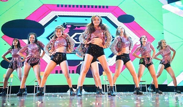 Minh Hằng, Trọng Hiếu nhảy sung trên sân khấu đêm chung kết Kpop Dance For Youth - Ảnh 10.