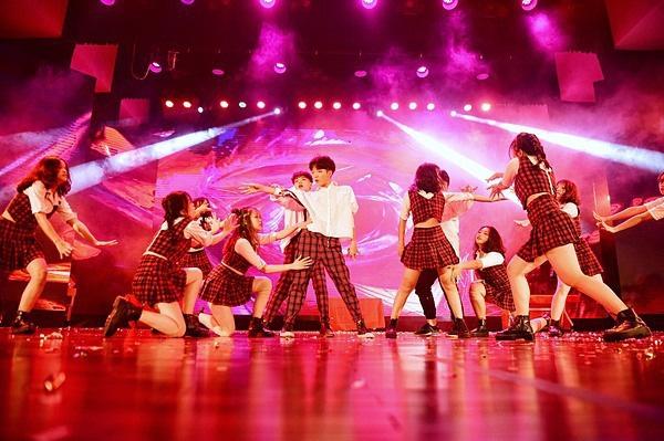 Minh Hằng, Trọng Hiếu nhảy sung trên sân khấu đêm chung kết Kpop Dance For Youth - Ảnh 13.