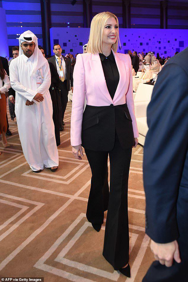 Ivanka thu hút ánh nhìn với áo khoác 2.600 USD khi trở lại Trung Đông sau 2 năm - Ảnh 1.