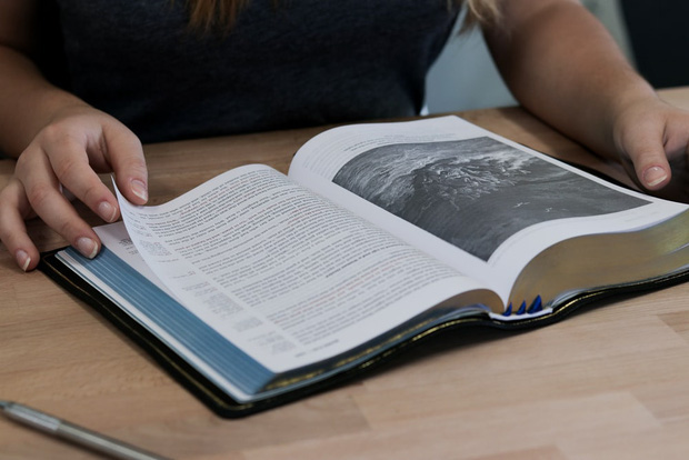 Bạn thích mua sách nhưng không bao giờ đọc hết chúng, vậy làm thế nào để đọc ít mà vẫn biết nhiều, thông minh lên? - Ảnh 1.