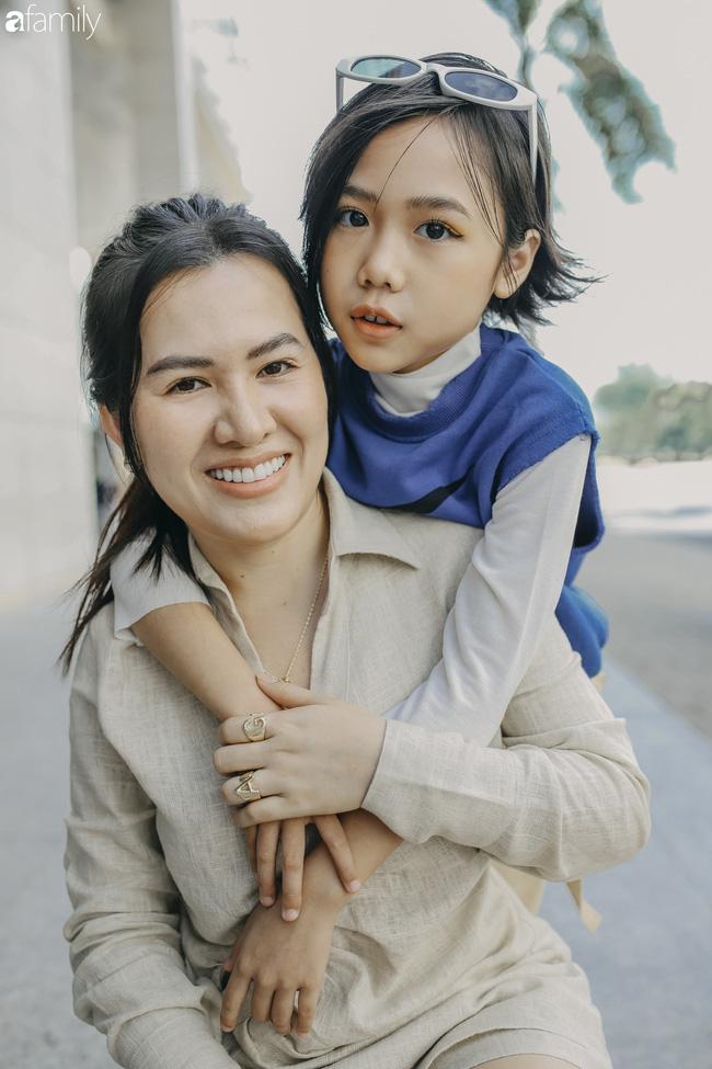 Khánh An - mẫu nhí 8 tuổi với màn catwalk thần sầu gây bão MXH và nỗi lo của người mẹ có con gái vào nghề showbiz từ quá sớm - Ảnh 7.