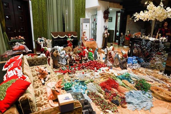 Cận cảnh biệt thự 60 tỷ ngập sắc Noel của Đàm Vĩnh Hưng - Ảnh 2.