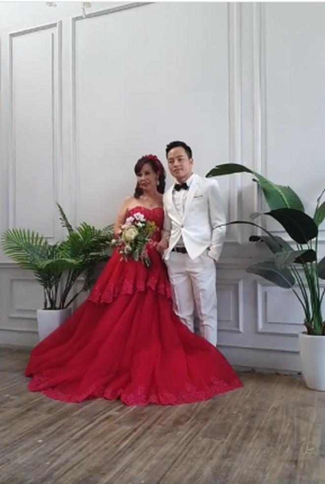 Sau khi tân trang nhan sắc, cô dâu 62 tuổi cùng chồng đi chụp lại ảnh cưới để... hâm nóng tình cảm - Ảnh 4.