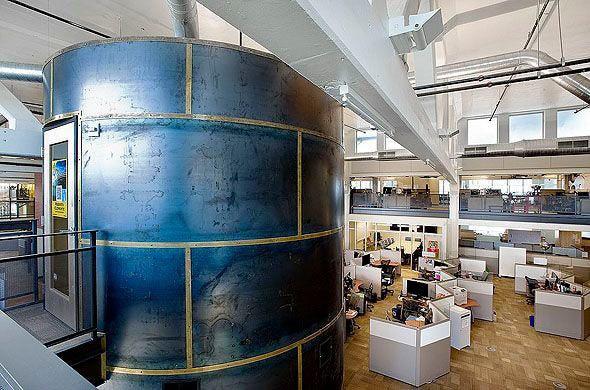 Những toà nhà kì lạ trên thế giới được Google biến thành văn phòng - Ảnh 2.