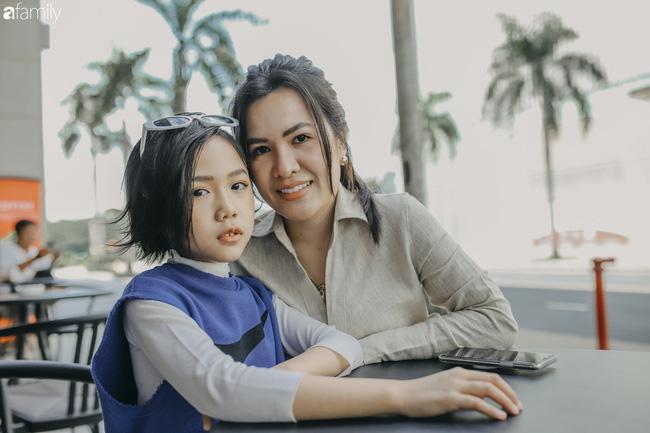 Khánh An - mẫu nhí 8 tuổi với màn catwalk thần sầu gây bão MXH và nỗi lo của người mẹ có con gái vào nghề showbiz từ quá sớm - Ảnh 8.