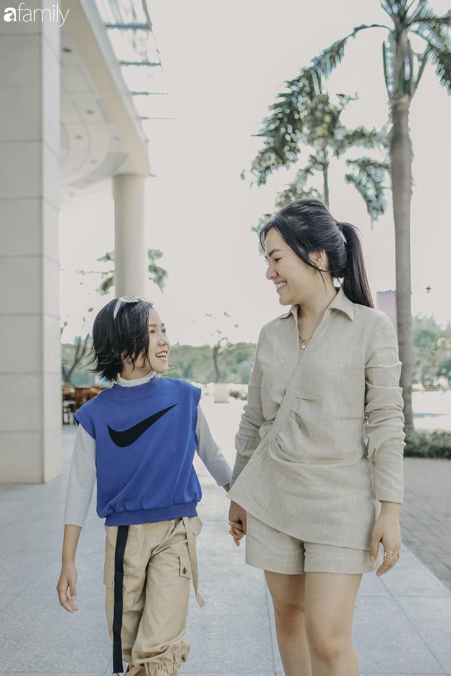 Khánh An - mẫu nhí 8 tuổi với màn catwalk thần sầu gây bão MXH và nỗi lo của người mẹ có con gái vào nghề showbiz từ quá sớm - Ảnh 13.