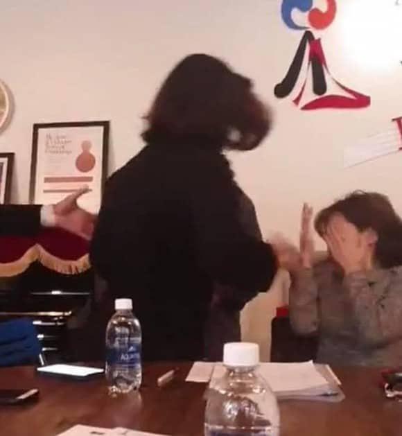 Nữ phụ huynh tát thẳng mặt giáo viên lên tiếng: Tôi bức xúc vì cô giáo bảo ăn nói cần có trình độ - Ảnh 1.