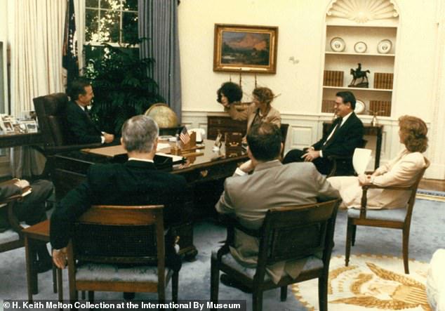 Cưới nhân viên CIA mà không hề hay biết: Cô gái trở thành trùm gián điệp, lừa cả tổng thống Mỹ - Ảnh 3.