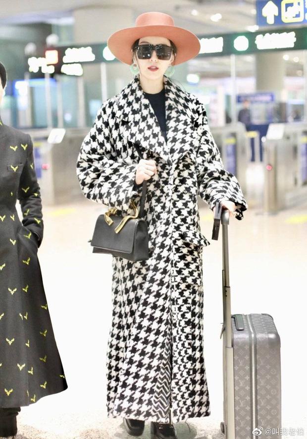 Sương sương vài tấm ảnh tại sân bay, Phạm Băng Băng chứng minh đẳng cấp và thần thái nữ hoàng nhan sắc Cbiz - Ảnh 1.