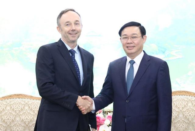 Phó Thủ tướng đề nghị Nike cung cấp độc quyền sản phẩm cho SEA Games 31 - Ảnh 1.