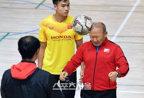 Phát sốt hình ảnh U23 Việt Nam cùng thầy Park tràn ngập báo Hàn - Ảnh 5.