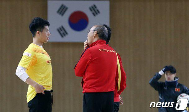 Phát sốt hình ảnh U23 Việt Nam cùng thầy Park tràn ngập báo Hàn - Ảnh 6.