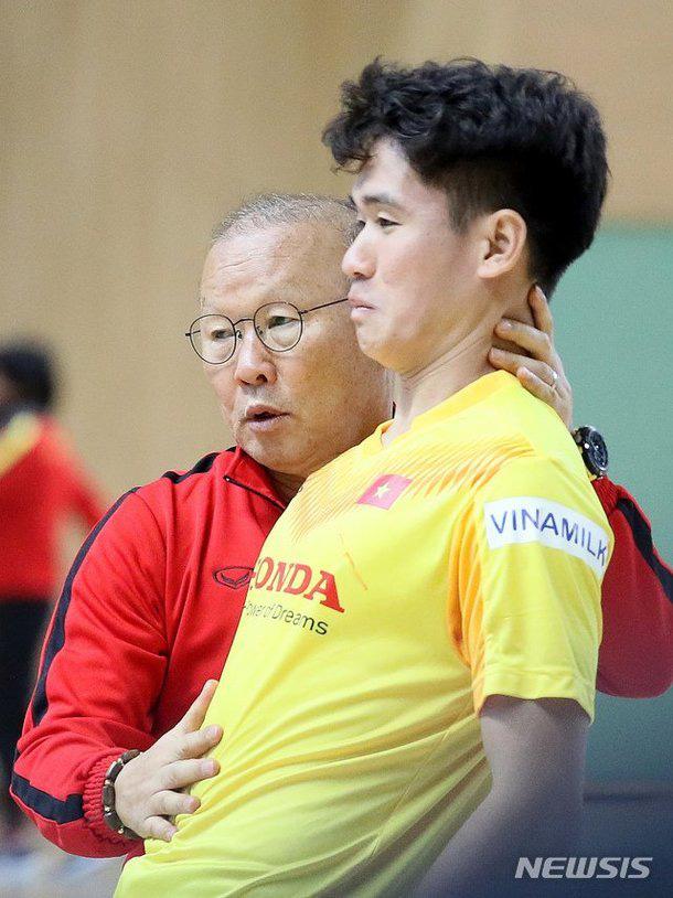 Phát sốt hình ảnh U23 Việt Nam cùng thầy Park tràn ngập báo Hàn - Ảnh 7.