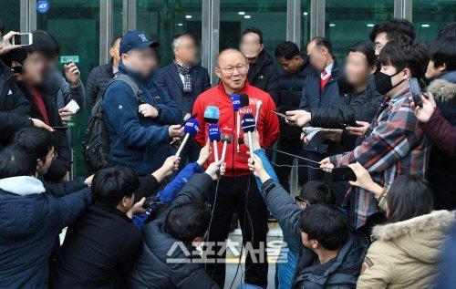Phát sốt hình ảnh U23 Việt Nam cùng thầy Park tràn ngập báo Hàn - Ảnh 8.