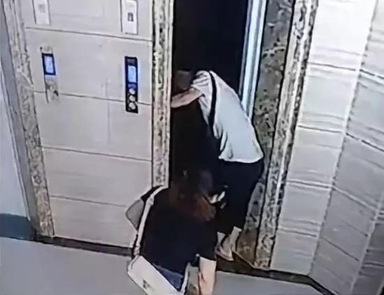 Cửa mở nhưng thang máy chưa đến, một ông lão tử vong oan ức vì sự bất cẩn của bản thân và con rể - Ảnh 3.