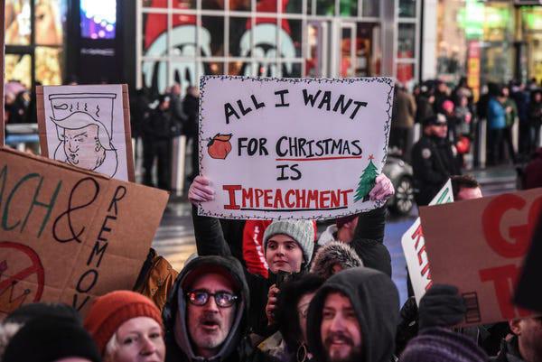 Dân Mỹ rủ nhau xuống đường ủng hộ luận tội Tổng thống Trump - Ảnh 7.