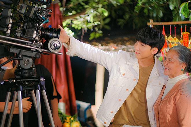 Sơn Tùng M-TP khiến diễn viên lớn tuổi bất ngờ về cách ứng xử khi làm việc chung - Ảnh 6.