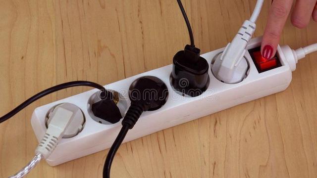 Rút điện tất cả các thiết bị điện tử, đồ gia dụng khi không sử dụng có thực sự cần thiết? - Ảnh 1.
