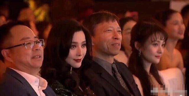 Khoảnh khắc nóng nhất Weibo khi 2 mỹ nhân đụng độ: Với nhan sắc đỉnh cao, Phạm Băng Băng dễ dàng lấn lướt vẻ đẹp thanh thuần của Trịnh Sảng - Ảnh 1.