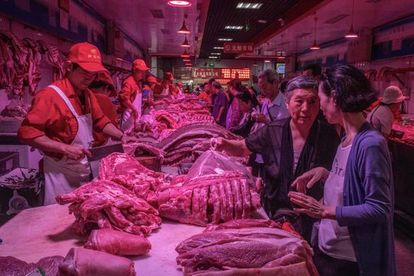 Lợi dụng dịch tả lợn, tội phạm Trung Quốc dùng đủ chiêu trò để trục lợi, từ vứt mầm bệnh vào chuồng lợn đến bán thịt nhiễm bệnh ra thị trường - Ảnh 2.