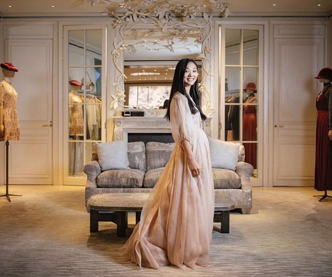 Con gái Lý Liên Kiệt khí chất nổi bật tại vũ hội dành cho con nhà giàu Paris - Ảnh 8.